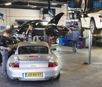 werkplaats overzicht Schmidt-oss Porsche